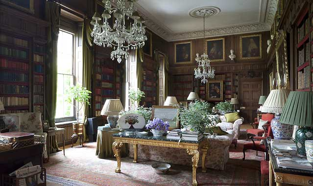 Warmth and peace in the english countryside for Classic english house